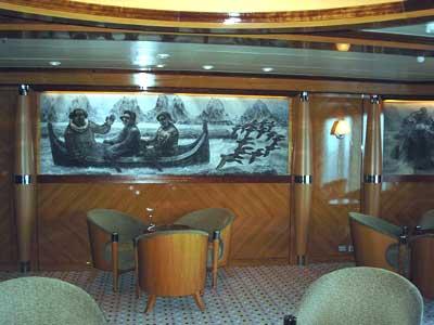 Kanskje var salongen mer intim ombord på M/S Harald Jarl, men Espolin Johnsons bilder kommer også her til sin rett.