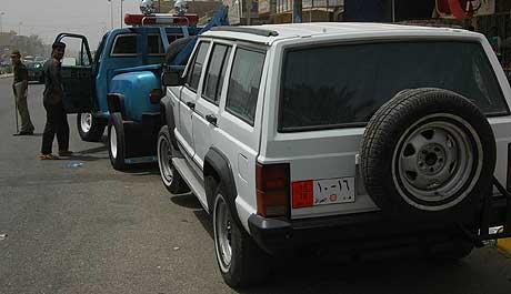 Irakisk politi har funnet denne bilen, som de tror tilhørte ambassadøren. (Foto: AP/Scanpix)