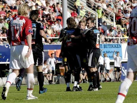 Rosenborg-spillerne jubler etter at Alexander Ødegård ga gjestene ledelsen 2-0 mot Tromsø. (Foto: Jarl Fr. Erichsen / SCANPIX)