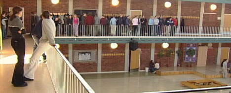 Det var her i vestibylen på Volda ungdomsskole penisleken utløste brannalarm. Foto: NRK.