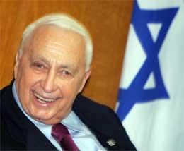 GÅR AV: Statsminister Ariel Sharon ber om nyvalg - og forlater samtidig Likud. (Foto: Reuters)
