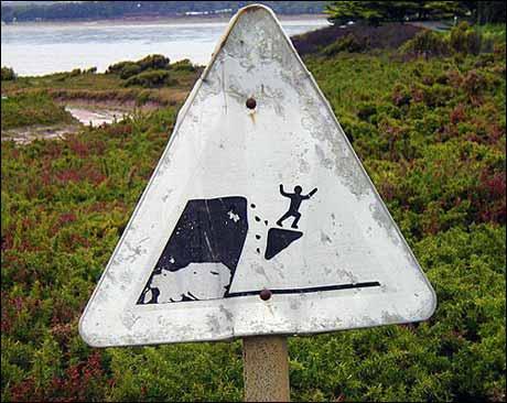 Ekstremsportveko: Forbudt å surfe på fallende klippeblokker. (Kilde: www.swanksigns.org)