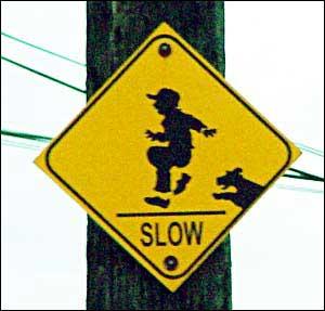 Det er påbudt å løpe sakte hvis du skulle bli angrepet av hunder. (Kilde: www.swanksigns.org)