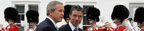- Jeg er stolt av å kalle dem min venn, sa Bush til Danmarks statsminister i dag (Scanpix/AP)