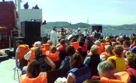 Den spesielle åpningskonserten under Kibneb-festivalen er i gang. (MMS-foto: NRK)