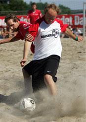 KVALM: Harald Eia klarte å spille til tross for kvalmende vann. Foto: Scanpix