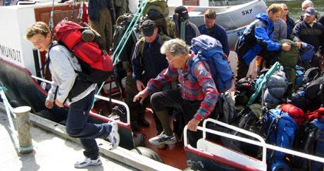 KANOEKSPRESSEN VED KAI: Fæmund II har frakta rekordmange kanopadlere inn i Femundsmarka i sommer.