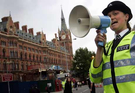 Politiet advarte folk mot å dra inn til sentrale deler av London. Foto: Scanpix