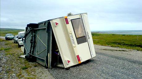 Voldsomme krefter kastet campingvogna 25 meter bortover. (Foto: Frode Eriksen)