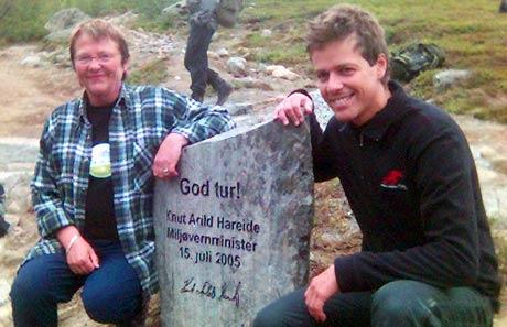 Fylkesmann Kristin Hille Valla og miljøvernminister Knut Arild Hareide. Foto: Stein Schinstad, NRK.