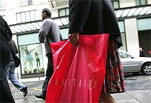 Er kvinner mer avhengig av shopping enn menn? Foto: Jacques Demarthon / AFP / SCANPIX
