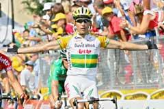 Robbie McEwen jubler i det han vinner den 13. etappen. (Foto: AP/Scanpix)