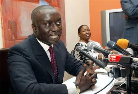 Idrissa Seck holdt pressekonferanse etter avsløringen om at millioner av dollar mer enn budsjettert var brukt på et veiprosjekt (Foto: Scanpix/AFP/Seyllou)