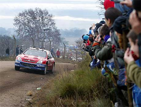Sebastien Loeb leder VM, 23 poeng foran Petter Solberg. Kan han ta sin sjette strake seier i Rally Argentina? (Foto: Ali Burafi/AFP/SCANPIX)