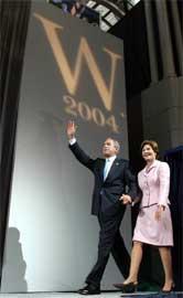 Bush vant presidentvalget som republikanernes kandidat i 2004. Gode strateger er viktige om det skal gå republikanernes vei neste gang også. (Foto: Scanpix/AFP/T. Sloan)