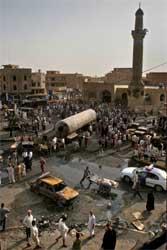 En eksplosjon i Bagdad drepte minst 100 mennesker den 16.juli 2005 (Foto: Scanpix/AP/H. Mizban)