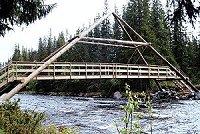 Det mest symbolske, men likevel håndfaste resulatet av produksjonen: Broen. (Foto: NRK)