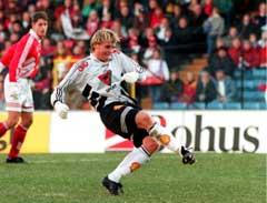 Tom Kåre Staurvik scoret på straffe da Rosenborg vant omkampen i cupfinalen i 1995. (Foto: Gunnar Lier/Scanpix)