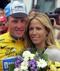 Sheryl Crow følger Lance Armstrong på hans siste Tour. (Foto: AFP/Scanpix)