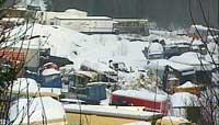 Slik så tomta til bilopphuggeriet ut før staten ryddet området. (Foto: NRK)