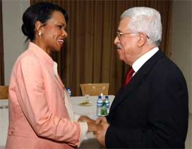 IKKE ISOLERT: USA ønsker ikke et isolert Palestina etter at Israel har trukket seg ut av Gazastripen. Det sa Condoleezza Rice da hun i dag møtte Mahmoud Abbas. (Foto: AP Photo/Omar Rashidi, Palestinian Authority)