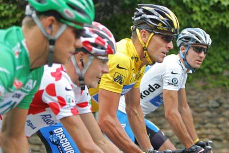De fire trøyevinnerne Thor Hushovd, Mickael Rasmussen, Lance Armstrong og Jaroslav Popovitsj. (Foto: AP/Scanpix)