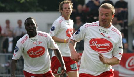 FFKs Raymond Kvisvik (til høyre)scoret to mål i kampen mot Tromsø.