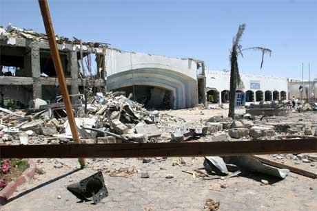 Bombene i Sharm el-Sheikh gjorde enorm skade på fleire turisthotell. (Foto: AFP/Scanpix)