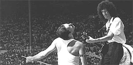 Queen med Freddy Mercury og Brian May under Live Aid på Wembley i 1985. Foto: Promo.