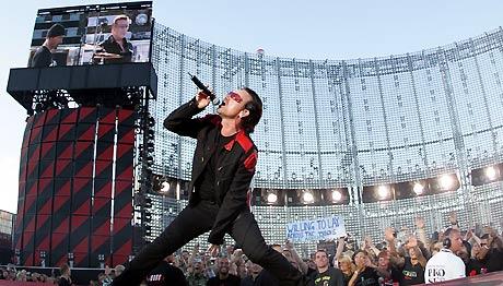 Bono og resten av U2 skapte stor stemning på Valle Hovin i onsdag kveld. Foto: Scanpix, Håkon Mosvold Larsen