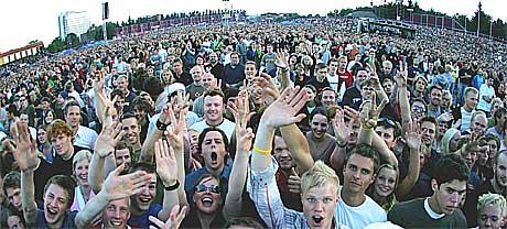 Publikum fikk det de kom for og mer til med U2 på Valle Hovin. Foto: Scanpix.