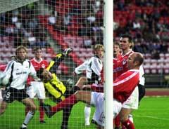 Rosenborg og Shelbourne møttes til mesterliga-kvalik i år 2000. Her utligner Ørjan Berg til 1-1 på Lerkendal. Nå kan lagene møtes igjen. (Foto: Gorm Kallestad / SCANPIX)