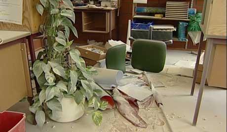 Lærerværelset var blant de rommene som ble mest ødelagt . (Foto Bjørn Opsahl, NRK)