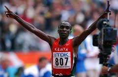Eliud Kipchoge ble verdensmester på 5000 meter på siste dag av friidretts VM i Paris. (Foto: Cornelius Poppe / SCANPIX)