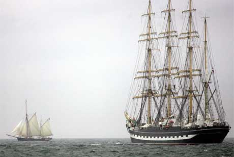 Russiske Kruzenshtern er verdens nest største skip og er på vei til Fredrikstad. (Foto: AP Photo / Scott Heppell/Scanpix)