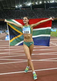 Hestrie Cloete jublet etter å ha tatt OL-gull i Athen i fjor. (Foto: AP/Scanpix)