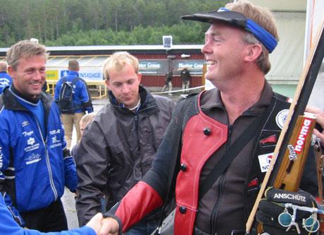 Roger Ottosen fra Nordre land har ikke hatt noen optimal oppladning til kongelagsskytingen.(Foto:Joar Elgåen/NRK)