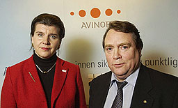 Administrerende direktør Randi Flesland og styreleder Anders Talleraas i Avinor. Foto: Thomas Bjørnflaten/SCANPIX.