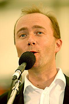 Under åpningen av Notodden Bluesfestival i 2005 lovet Trond Giske at festivalen skal få knutepunktstatus. Arkivfoto: Arne Kristian Gansmo, NRK.
