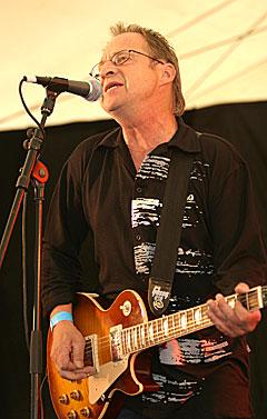 Kåre Virud er albumaktuell for første gang på 30 år som soloartist, og spilte på åpningen av Notodden Bluesfestival. Foto: Arne Kristian Gansmo, NRK.