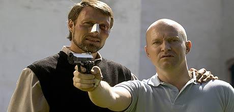 Presten Ivan (Mads Mikkelsen) og Adam (Ulrich Thomsen), Foto/Copyright: Nordisk Film