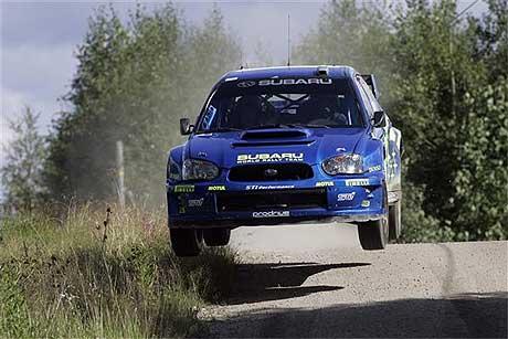 Det blir en spennende duell mellom Solberg og Hirvonen på den avsluttende fartsprøven i Rally Finland. (Foto: www.swrt.com)
