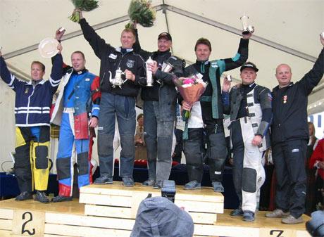 Bare to innlendinger havnet blant de sju beste. Øyvind Johnsen nr. 1 fra høyre. Ved siden Øyvind Berg.