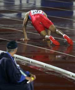Tittelforsvarer Felix Sanchez falt i finalen. (Foto: Reuters/Scanpix)