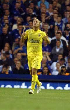 Villarreals Luciano Figueroa jubler over 1-0 målet. (Foto: AFP/Scanpix)