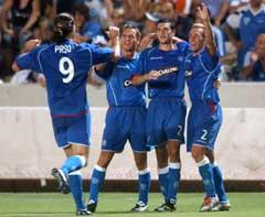 Rangers-spillerne feirer 2-0 målet. (Foto: AP/Scanpix)