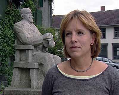 Marit Brandtsegg vil ikke ha statuen på Maihaugen (Foto: NRK)
