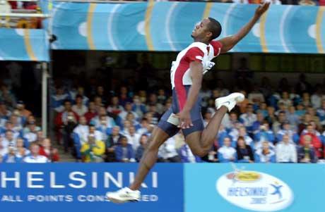 Dwight Phillips var suveren i lengdefinalen. (Foto: AFP/Scanpix)