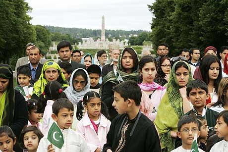 I Oslo feiret pakistanere dagen med barnetog fra Frognerparken til Pakistans ambassade på Frogner. (Foto: Heiko Junge / Scanpix)
