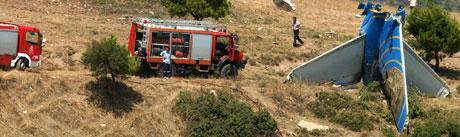 Fra ulykkestedet nord for Athen. Foto: AP.